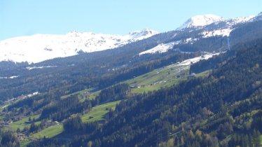 Blick  Zillertal Arena, Bildmitte unser Ferienhaus