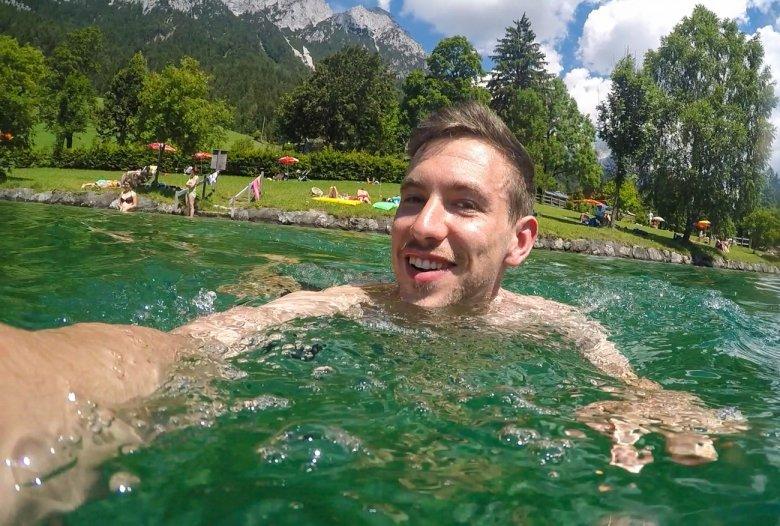 adlerweg-etappe2-23_Hintersteiner See_schwimmen_Fabian Pimminger