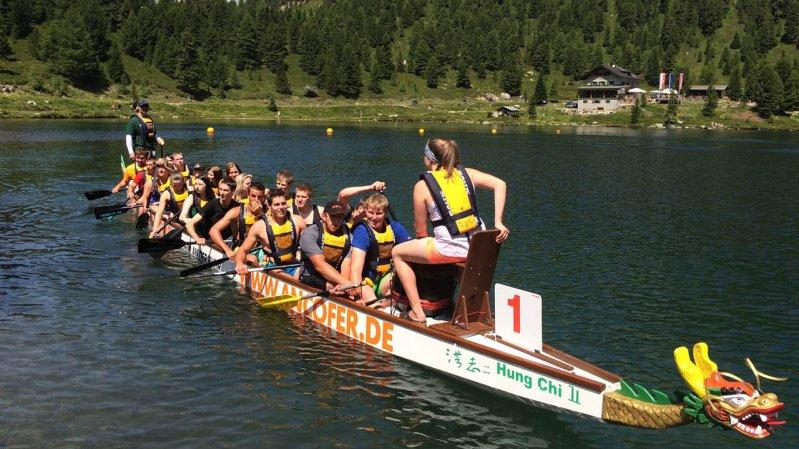 Das Deferegger Drachenbootrennen wird auf dem Oberseitsee in Osttirol ausgetragen, © Deferegger Drachenbootrennen