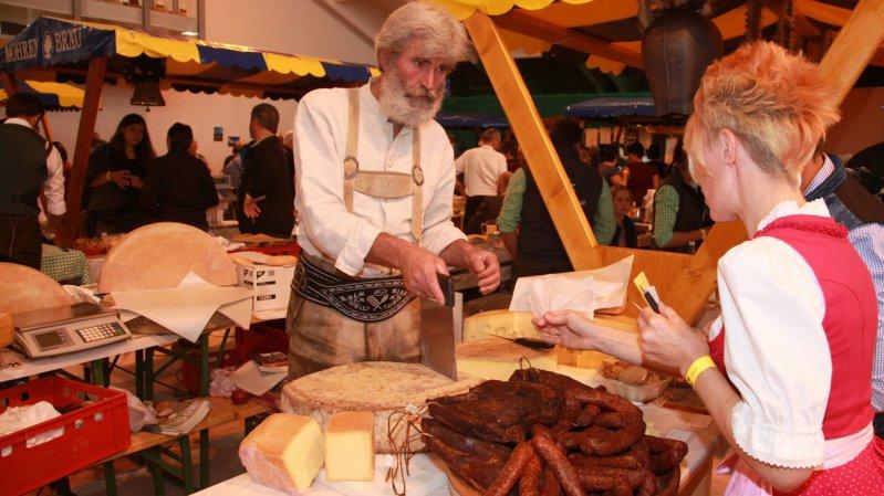 Appetitanreger: Käse und andere regionale Spezialitäten werden auch zum Kauf angeboten, © TVB Paznaun-Ischgl