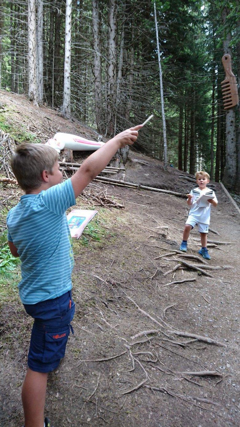 Thomas-Brezina-Abenteuerberg-Hexenweg-Fiss-(c)-Tirol-Werbung—Julia-Koenig-(2)