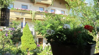 Hausansicht vom Gartenhaus