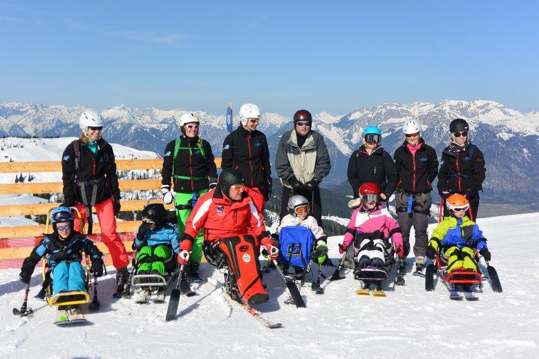 Die Skikursgruppe aus Holland mit ihrem Monoskilehrer Sepp Margreiter. (Foto: Michael Gams)