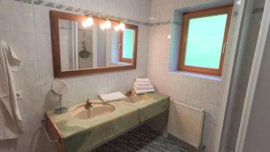Badezimmer Doppelwaschtisch OG