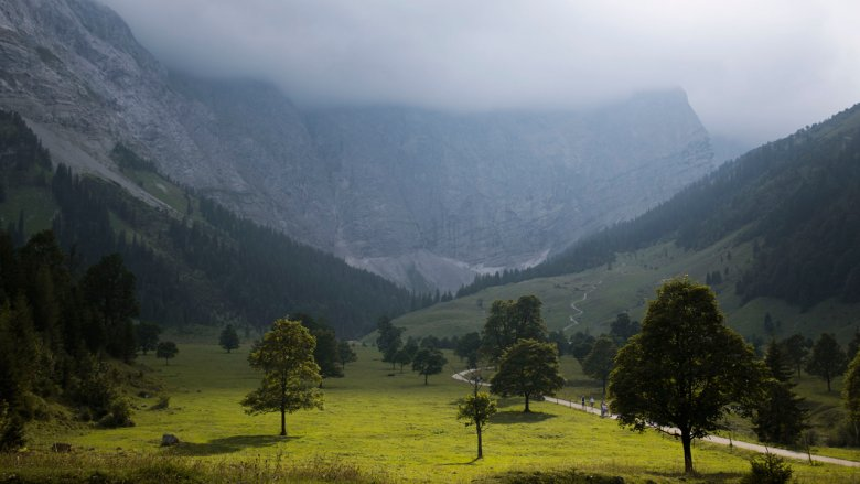 Gemischtes Wetter am großen Ahornboden im Karwendel. , © Monika Höfler