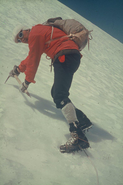 Gletscherbrille, Kniebundhose, Lederstiefel – die Outfits von früher haben heute einen hohen Style-Faktor.