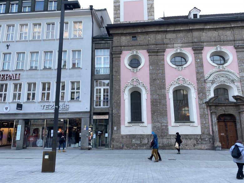 Leicht zu übersehen ist das schmalste Haus in Innsbruck. (Foto: Tirol Werbung/Christina Schwemberger)           , © Tirol Werbung/Christina Schwemberger