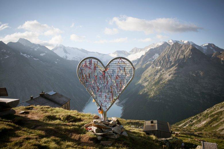 Olperer-Hütte-(c)-Tirol-Werbung—Jens-Schwarz