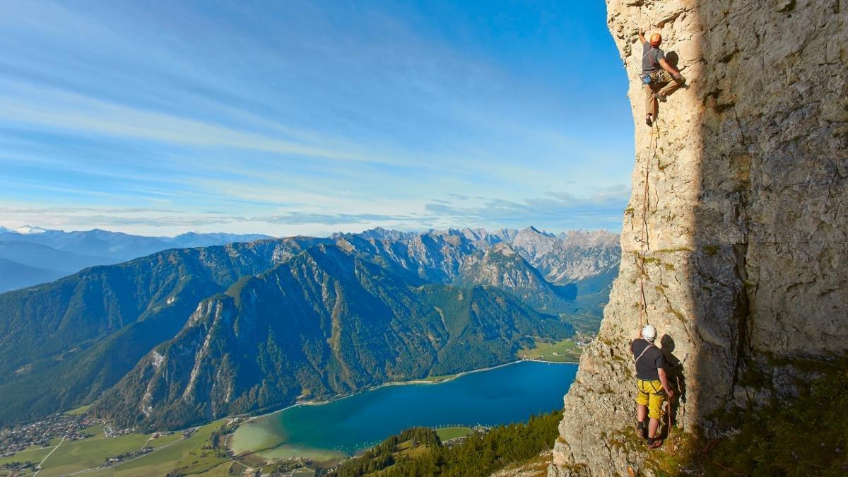Das Karwendel und das Rofangebirge als Geheimtipps unter Kletterbegeisterten zu bezeichnen, wäre stark untertrieben., © Achensee Tourismus