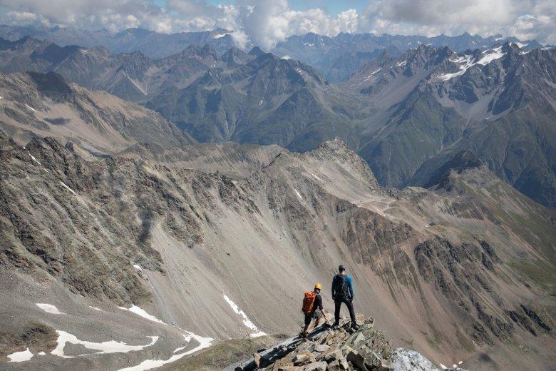 Blick in den Abgrund: Abstieg über den Ostgrat der Watzespitze.