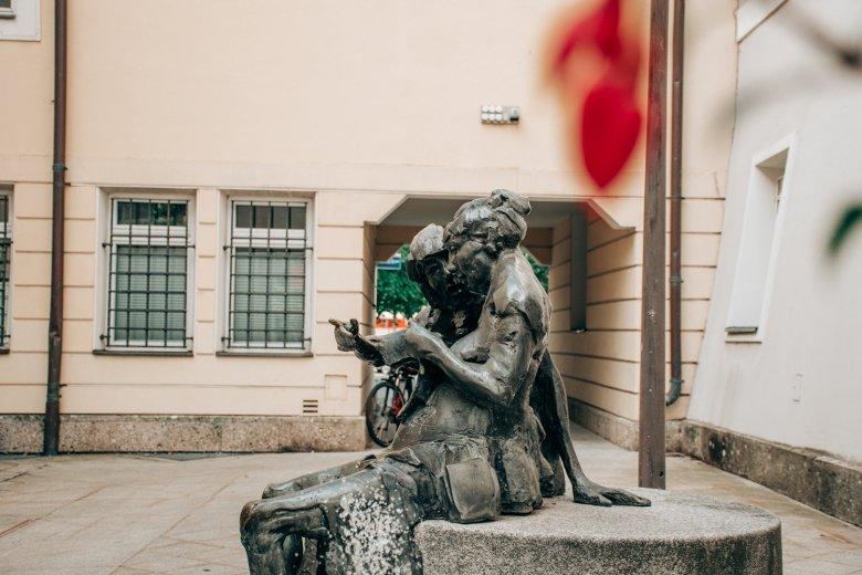 Der Bildhauer Jos Pirkner hat in der ganzen Stadt seine Spuren hinterlassen.