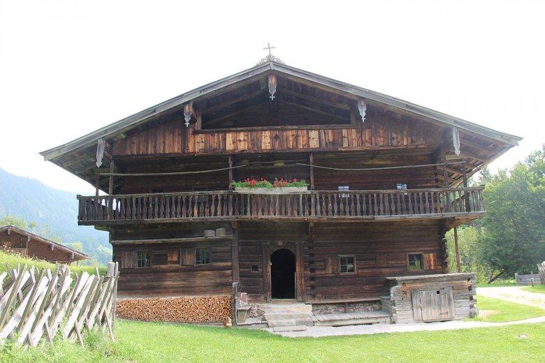 Der Gwiggen Hof, 1625, ist ein Einhof aus der Wildschönau, hier ist auch das Erdgschoß gänzlich aus Holz gebaut.
