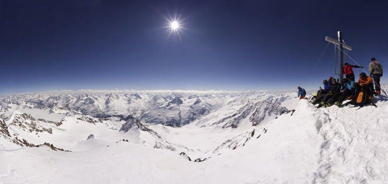 Bergwanderer und im Winter Skitourengeher nutzen die Breslauer Hütte gerne als Ausgangspunkt für eine Tour auf den mit 3.768 Metern höchsten Berg Nordtirols, die Wildspitze. (Foto: Tirol Werbung, Mario Webhofer)
