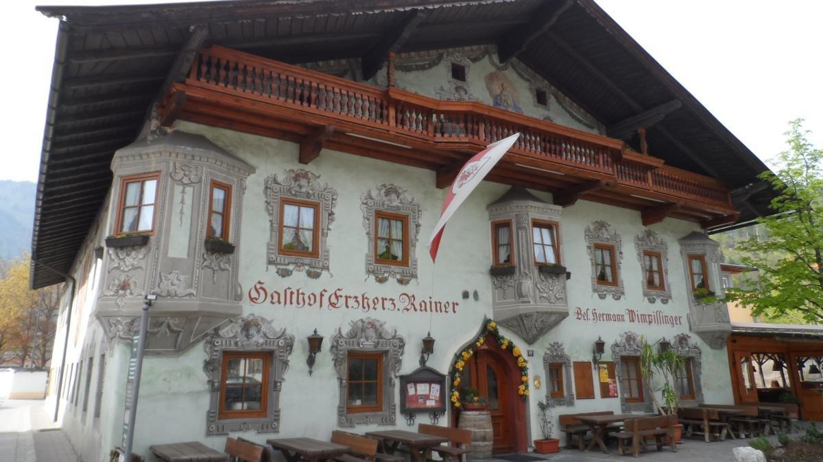 Der Talpass Klobenstein bei Kössen war seit jeher eine wichtige Transitroute zwischen Tirol und Bayern. Naturgemäß wurden früh etliche Labestationen für die Reisenden eingerichtet. Der Gasthof Erzherzog Rainer etwa stammt aus dem frühen 15. Jahrhundert., © Gasthof Erzherzog Rainer