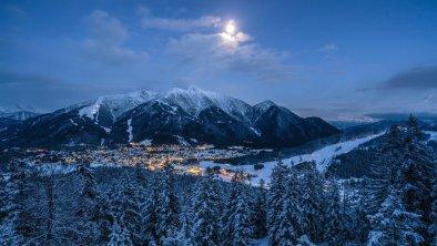 Blick auf Seefeld bei Nacht, © Olympiaregion Seefeld, Stefan Wolf
