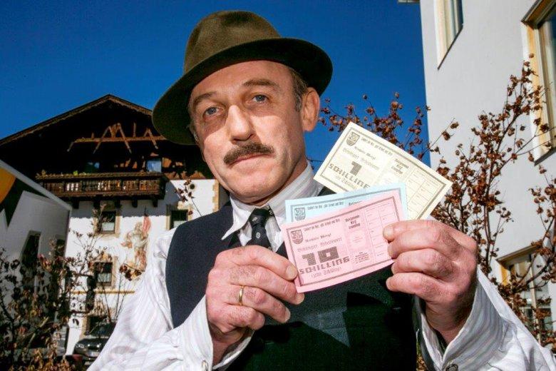 Karl Markovics als Michael Unterguggenberger mit Schwundgeld