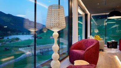 Wellness Lounge_Roter Stuhl