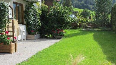 Terrasse und Liegewiese für unsere Gäste, © Barbara Kindl