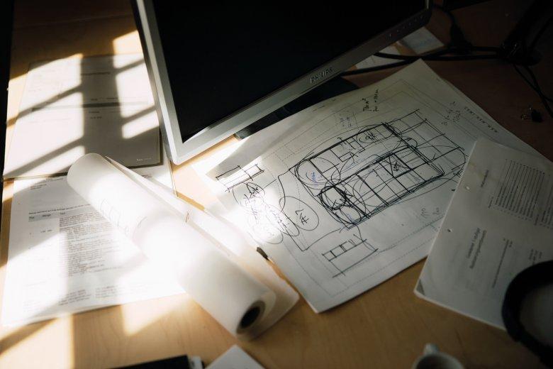 """Wohnskizze: Wer """"he und du"""" in ihrem Büro besucht, stößt überall auf Pläne und Entwürfe."""
