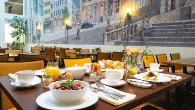 Frühstücken im Atrium des Hotels, © ®Hotel Stadt Kufstein