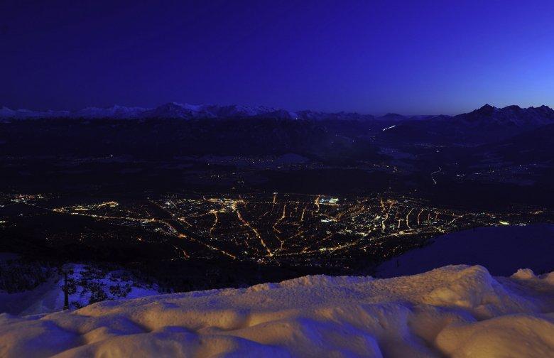 Gute Aussichten für die Liebe. Blick auf Innsbruck – hier von der Seegrube aus.