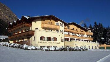 Hotel Kirchdach im Winter in Gschnitz