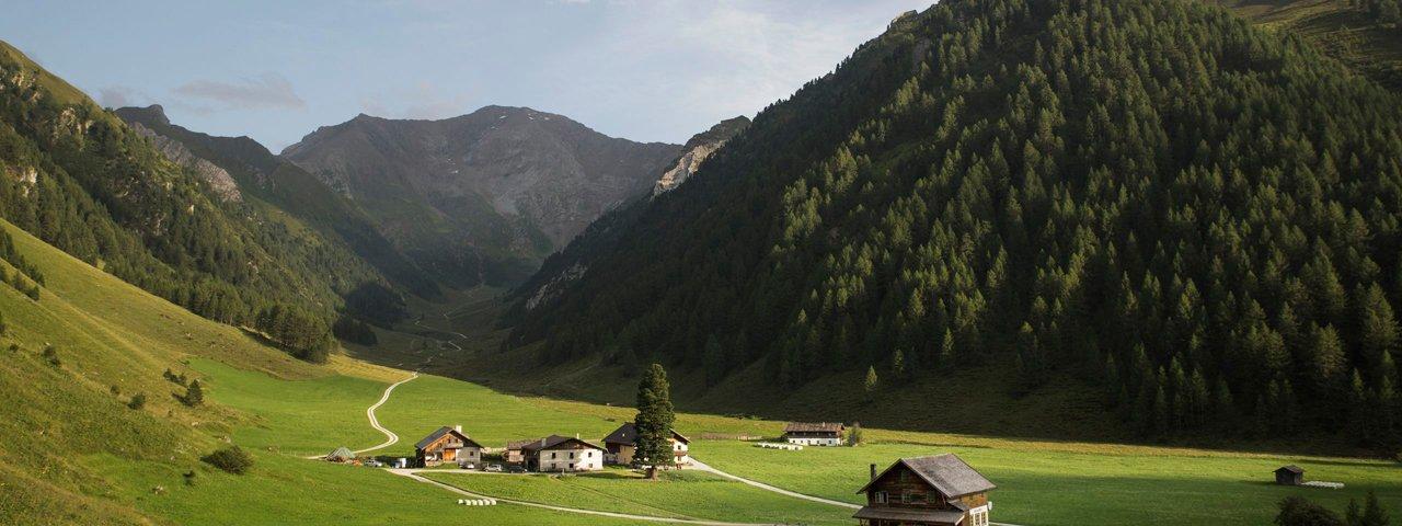 Schmirn in einem Seitental des Wipptals, © Tirol Werbung/Bert Heinzlmeier