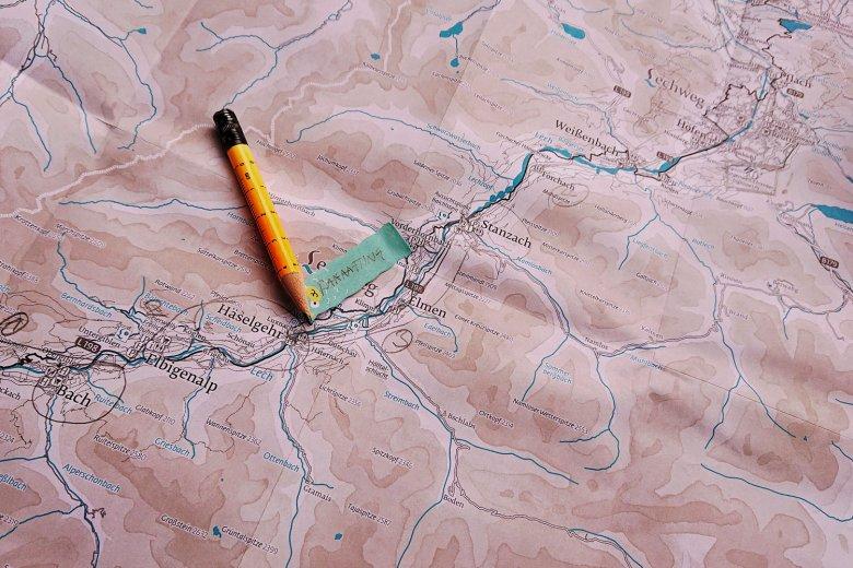 Wer sich auf das Abenteuer Weitwandern mit Kindern gut vorbereitet, kann sich am Weg auch voll darauf einlassen (c) Tirol Werbung – Julia Koenig