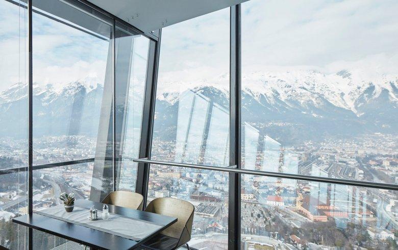 Kaffee mit Aussicht im Restaurant Bergisel SKY. , © Tirol Werbung, David Schreyer