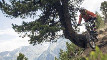 Immer der Nase nach: Bei diesem Wettkampf in Sölden haben die Enduro-Biker (fast) nur Schnitzel im Kopf, © Ötztal Tourismus