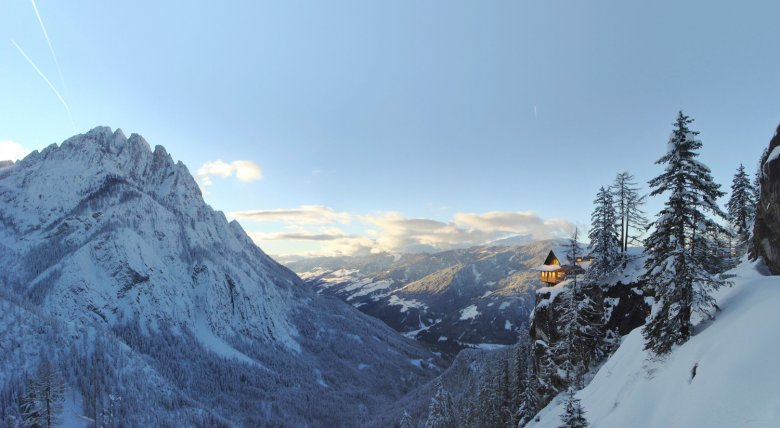 Die Dolomitenhütte in einmaliger Lage. Foto: TVB Osttirol / Zlöbl