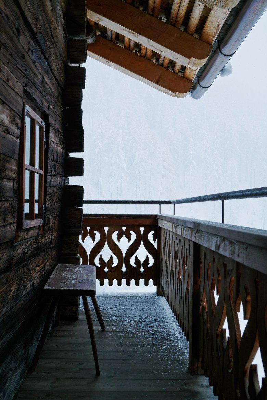 Ein kurzer Blick auf den Balkon, dann aber schnell wieder rein ins Warme und Gemütliche.