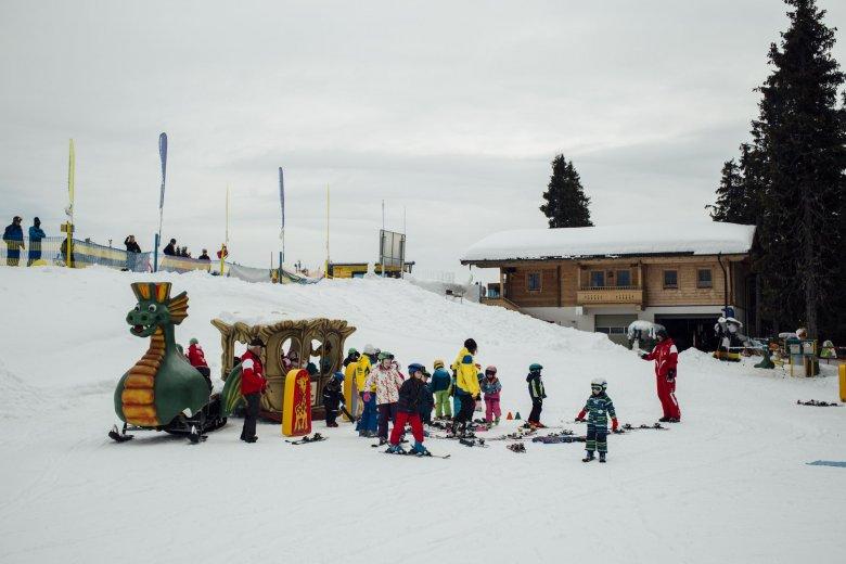 """Die Ausflüge auf dem Drachen sollen vor allem eines machen: Spaß. """"Das ist für die Kinder das Größte"""", sagt Skischulleiter Gerhard Told."""