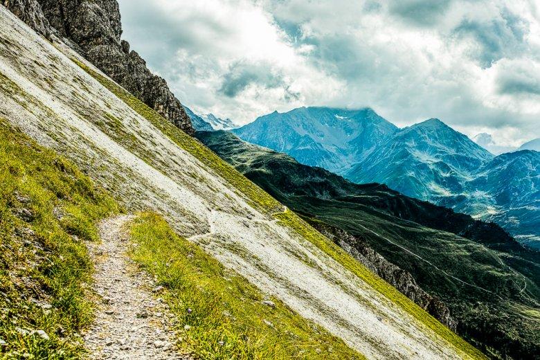 Einsame Pfade in der alpinen Bergwelt sind die Königsklasse und das Salz in der Suppe für jeden Bergläufer.