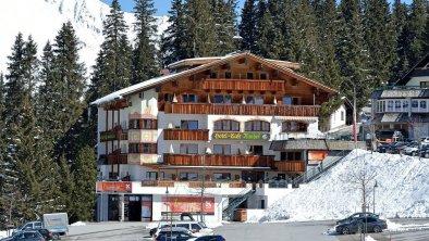 Hotel Almhof**** Hochfügen -  Winteransicht