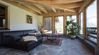 Wintergarten mit Rezeption und Wohnbereich
