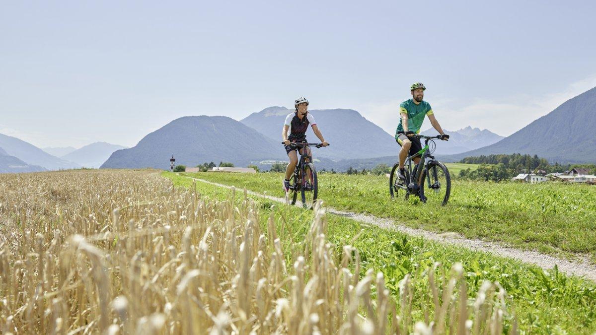 Radfahren am Mieminger Plateau, © TVB Region Innsbruck/Christian Vorhofer