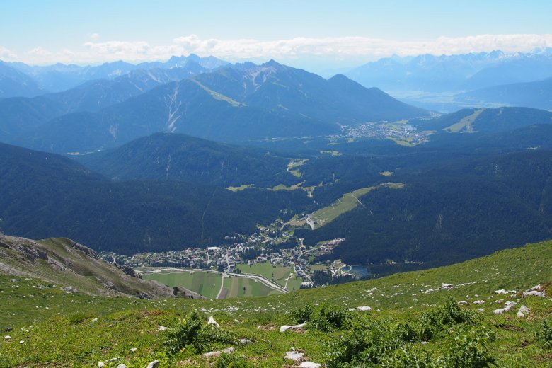 Blick ins Leutaschtal vor dem Gipfelanstieg. , ©  Martina Nairz