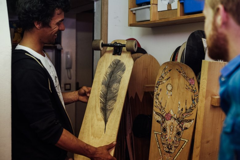 Benoit baut Boards jeglicher Art und hat damit seinen Traum verwirklicht.