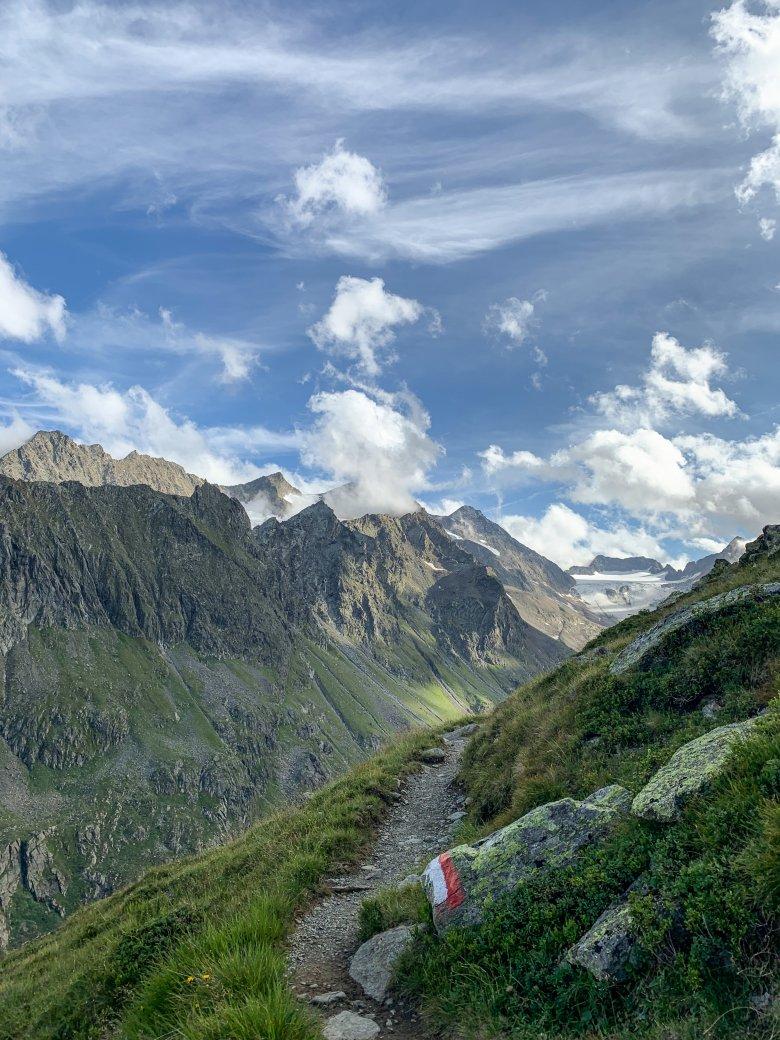 Querfeldein unterwegs zu sein, abseits der markierten Wanderwege, das fühlt sich oft nach Abenteuer an. Nachhaltig sind solche Abstecher allerdings nicht.