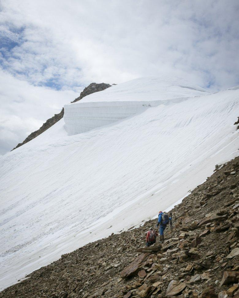 Abstieg bei der Wildspitze mit Bergführer Kilian Scheiber.