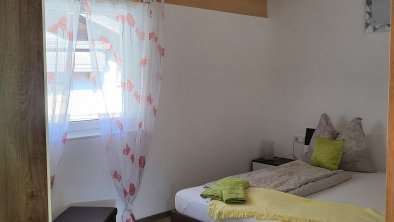 Schlafzimmer Nr. 2 mit gr. Schrank