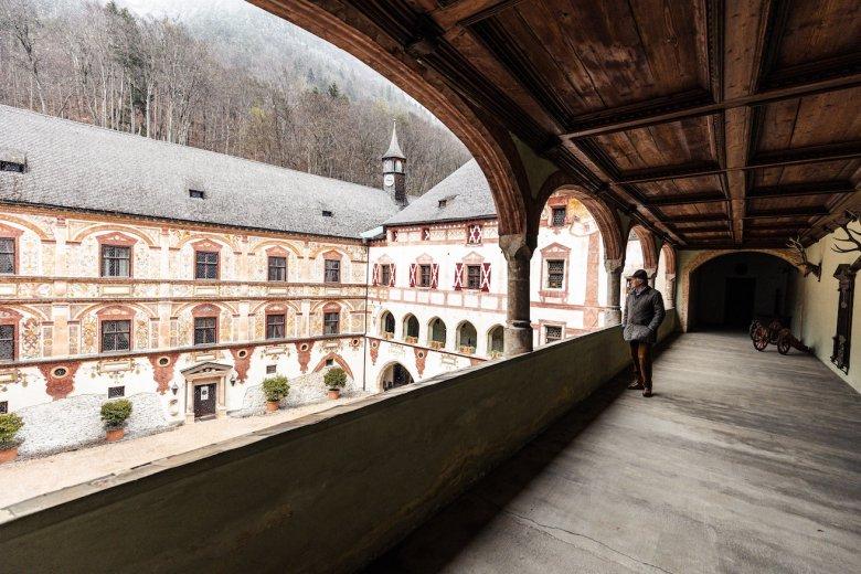 Fast wie der Schlossherr selbst wandeln Besucher auf einer virtuellen Tour durch Schloss Tratzberg. Die digitale Führung ist seit 2020 auf der Website von Schloss Tratzberg abrufbar.