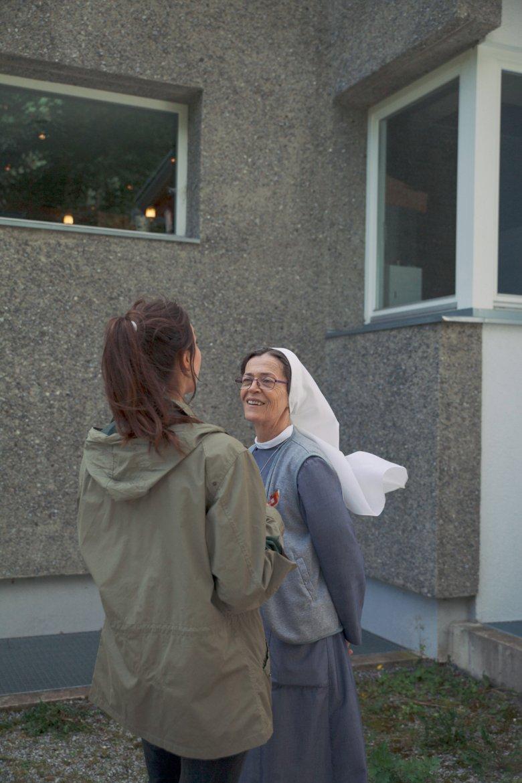 1845 gesellte sich zur Wallfahrtskirche das Klstergebäude dazu, in dem heute die Barmherzigen Schwestern leben.