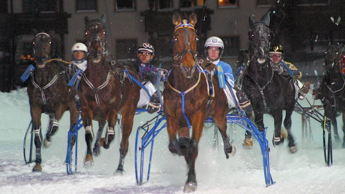Zu den Höhepunkten des Trabrenn-Kalenders zählen die winterlichen Kirchberger Nachtrennen für Trabreiter und Trabrennfahrer., © Kitzbüheler Alpen - Brixental