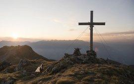 Das Gifpelkreuz ist oft das Ziel einer Wandeurung, © Tirol Werbung / Bauer Frank