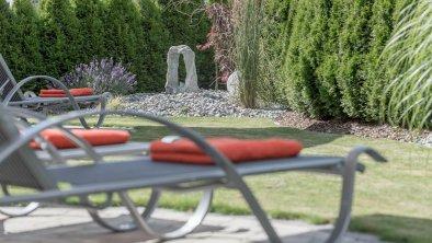 entspannen im Allegra-Relaxgarten, © Residenz Allegra Sölden