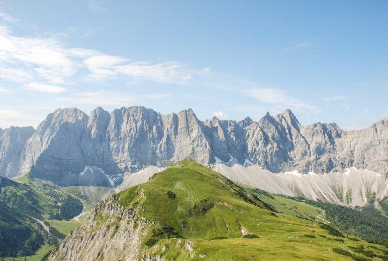 Vom Mahnkopf oberhalb der Falkenhütte hat man diesen Blick auf die Laliderer Wände. Foto: Jannis Braun