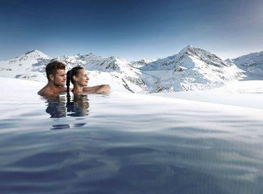 Da geht die Liebe bestimmt nicht baden. Endless-Sky-Pool im Hotel Mooshaus © Gerber Hotels/puhhha/Shutterstock/Andre Schönherr