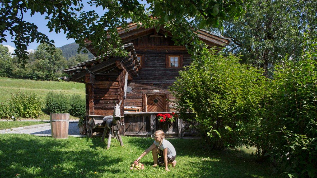 Die Badstube, eine 260 Jahre alte Blockhütte, ist heute ein Ferienhaus., © Tirol Werbung/Lisa Hörterer